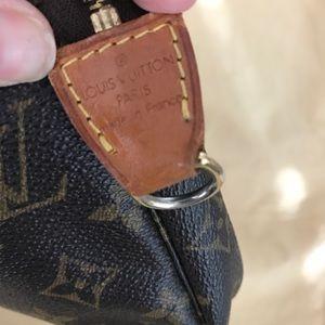 Louis Vuitton Bags - Louis Vuitton Pochette 💯 authentic